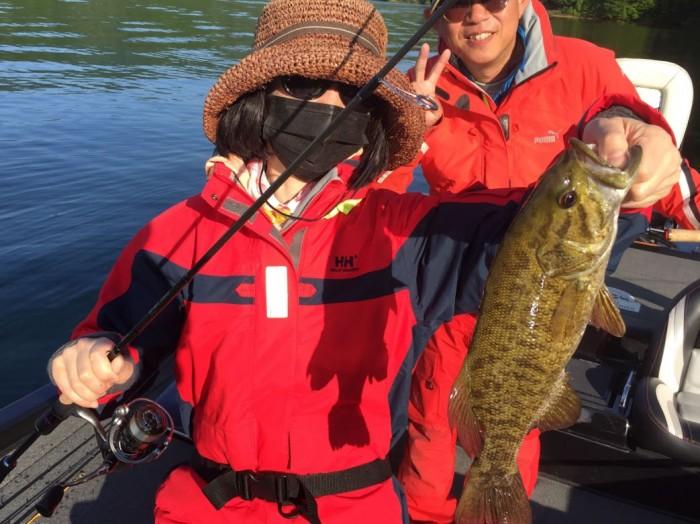 人生初釣り!虫、アバカスシャッドイモで14本キャッチ(^^)6月2日桧原湖ガイド!! の写真